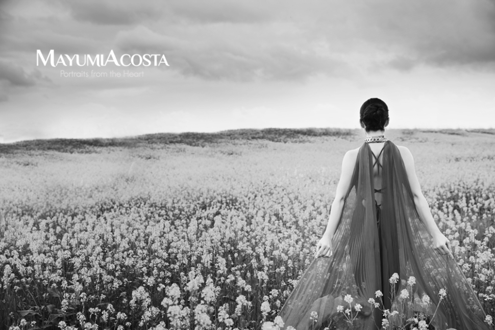 A beautiful portrait of a woman in a flower field in Sacramento, CA. Photography by Mayumi Acosta, black and white portrait